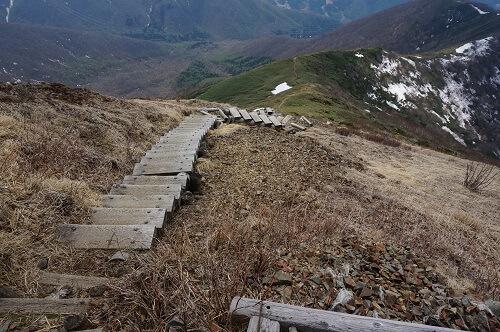 平標山整備された階段