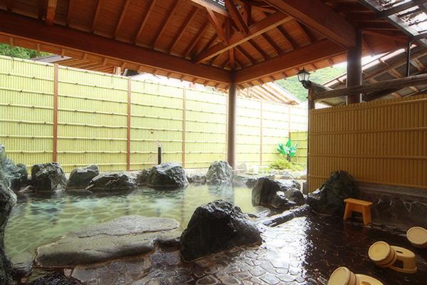 湯西川温泉湯の季露天風呂